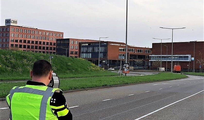 <p>Op de Laan van Nieuw Oosteinde (dus niet hier) werden met de lasergun 50-60 voertuigen gecontroleerd op snelheid. </p>