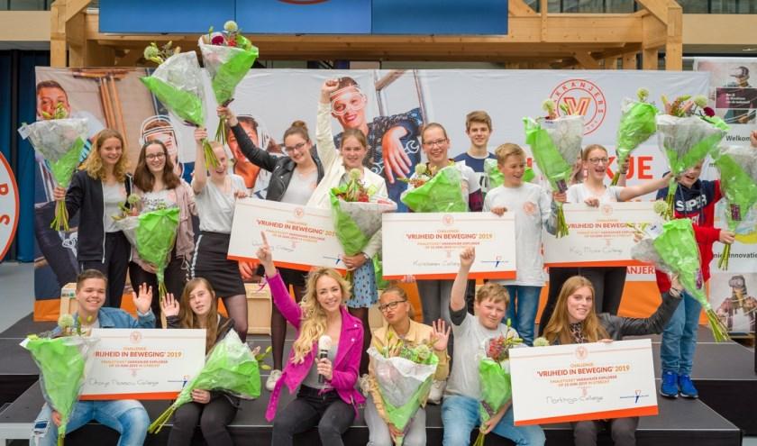 De winnende teams tijdens de prijsuitreiking van de halve finale van Vakkanjers in Den Haag. Linksonder het ONC. Foto: Olivier Huisman