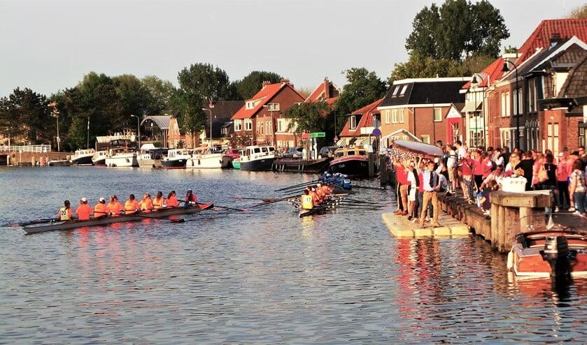 Bij de Leidschendamse sluis moeten de boten het water uit en is de laatste stop voor de finish in Delft (foto: pr).