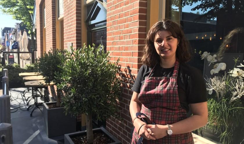 De jonge onderneemster en koffiekunstenares Ashley Verzendaal. Tekst en foto: Manuela Bijl