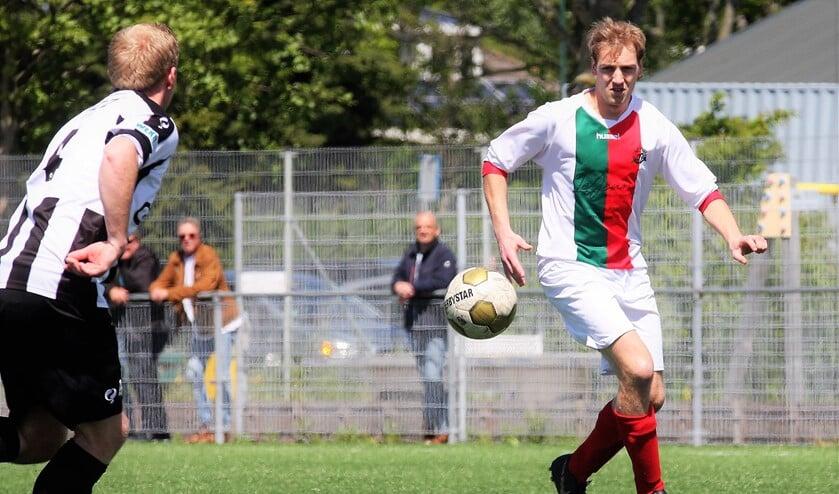 Donny van Marwijk (Stompwijk'92) op weg naar 1-0 tegen ESTO (foto: AW).