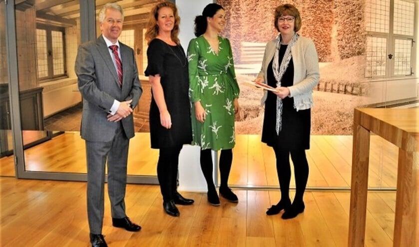 V.l.nr. Geurt Thomas, Karijn de Jong, Lonneke van den Berg van Benutten zoals Bedoeld en wethouder Juliette Bouw (foto: pr).