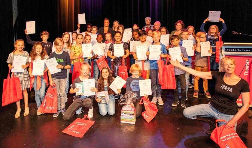Alle genomineerden voor een prijs bij de prijsuitreiking van de Schrijfwedstrijd 2019 (foto: Henk Knoester).