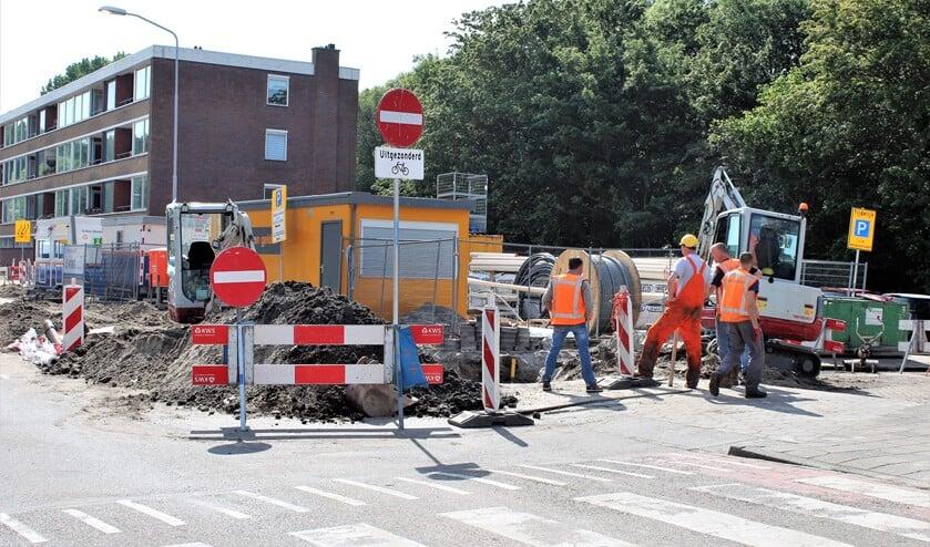 Werkzaamheden op de Nieuwstraat/Venestraat zorgen geregeld voor een verkeerschaos in Leidschendam-Zuid en het Damcentrum (foto: DJ).