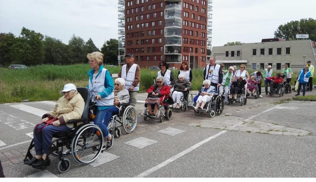 In de rolstoel op weg vanaf De Morgenster. Foto: pr  © Postiljon