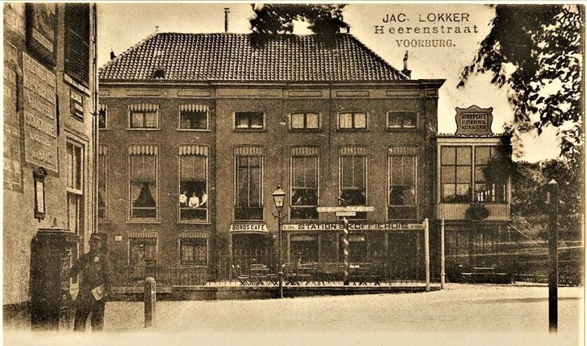 Stationskoffiehuis aan de Herenstraat in Voorburg ca. 1900 (archieffoto).