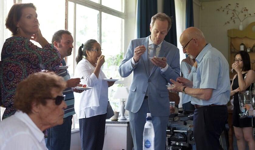 Wethouder Jan-Willem Rouwendal  en een aantal ambtenaren bezoeken het wijkleercentrum 'Alles voor Elkaar (Foto: Hilbert Krane)