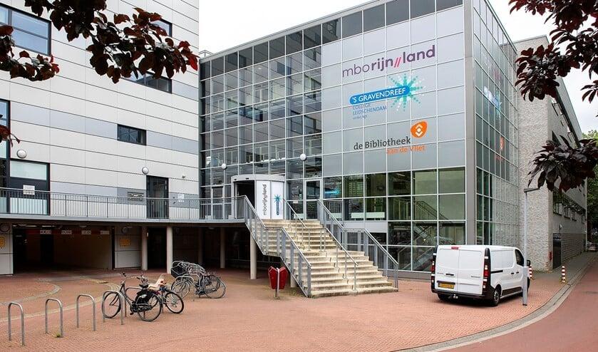 <p>De bibliotheek in Leidschendam verhuist naar nummer 12, aan de andere kant van het Fluitpolderplein ten opzichte van de huidige locatie (foto: Michel Groen).</p>