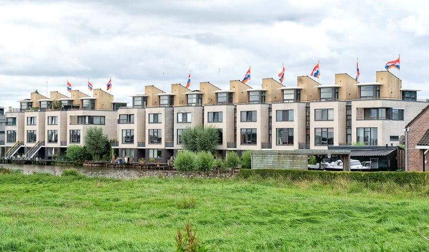 Wapperende vlaggen in Leidschenveen (Foto: Michel Groen)