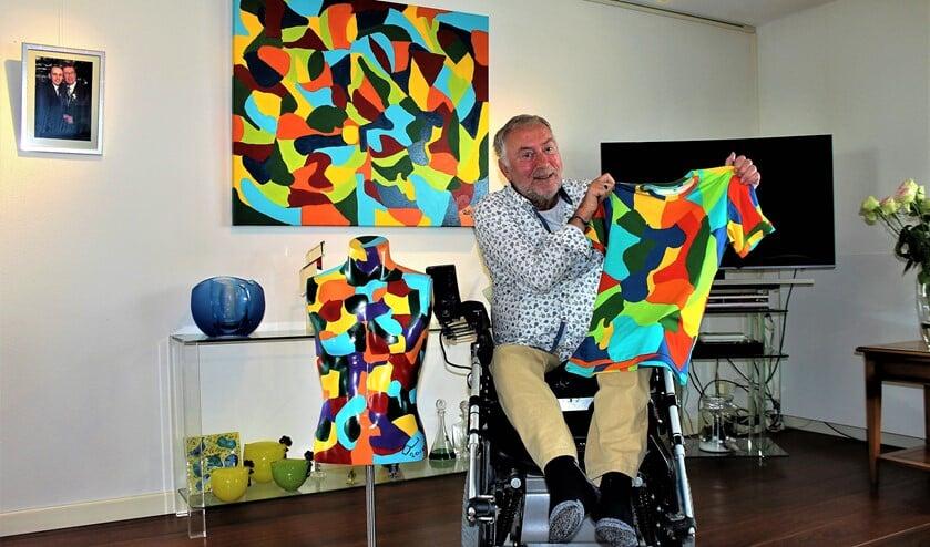 <p>Gerard de Gier met enkel van zijn kunstwerken (foto: Dick Janssen).</p>
