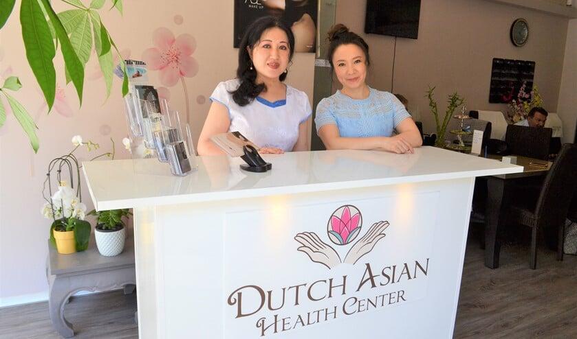Xiaoming Yan biedt samen met haar collega een compleet pakket aan wellness behandelingen (foto: Inge Koot).