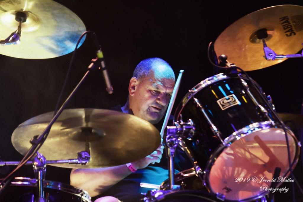 Drummer Max Mollinger. Foto: Jerrold Mallee © Postiljon