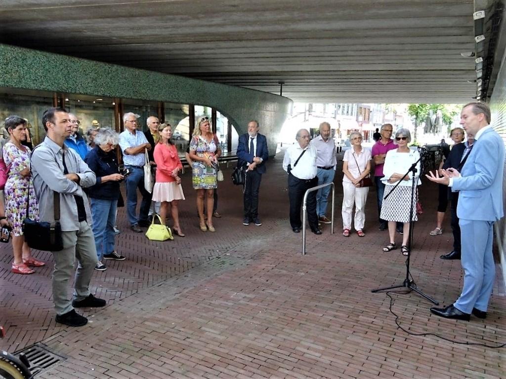 De officiële handeling trok veel belangstellenden (foto: Ap de Heus.  © Het Krantje