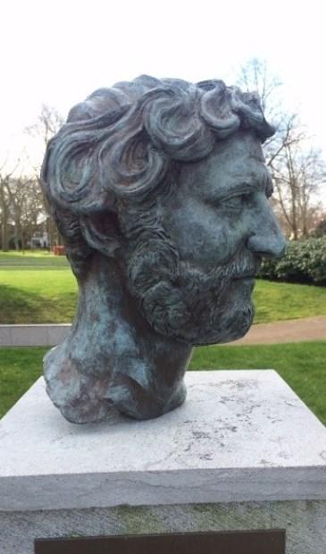 Diefstal Bronzen Beelden.Bronzen Beeld Hadrianus Gestolen Hetkrantje Online Nl