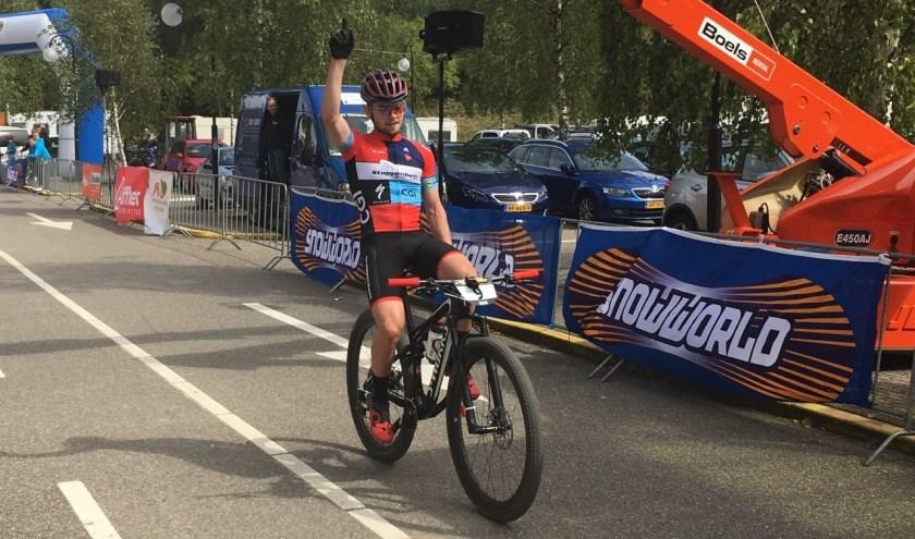 Marc Bouwmeester won vorig jaar voor de 3-Nations Cup in Zoetermeer. De mountainbiker staat zaterdag aan de start op het NK E-Mountainbike. Foto: Dan Rolandus