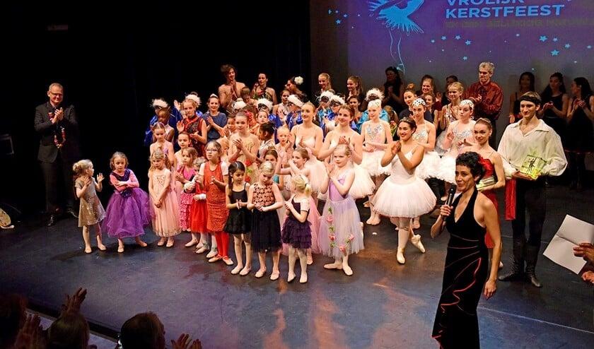 De finale van een succesvolle uitvoering door Stichting Dans aan de Vliet in Theater Ludens (archieffoto: George Pathó).