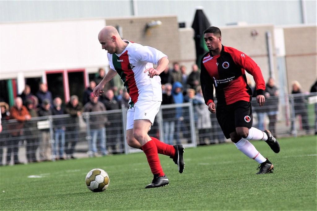 Nick Ammerlaan (Stompwijk'92) schoot zijn club naar een 1-0 voorsprong tegen SVH (archieffoto: AW).  © Het Krantje