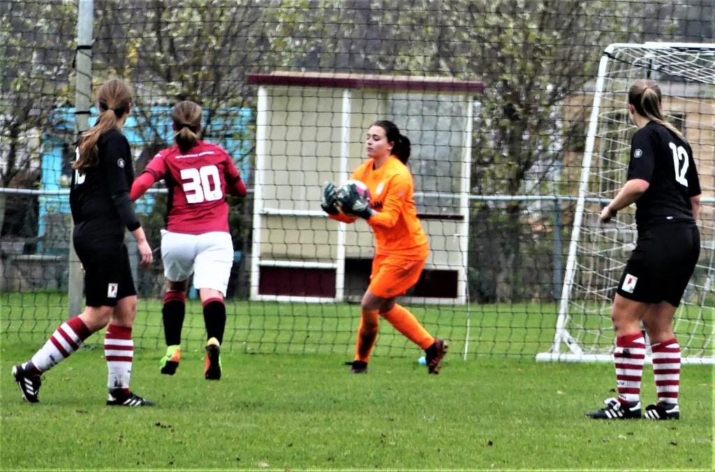 Noomi Weinberg (RKAVV Vrouwen) keepte een goede wedstrijd tegen Oegstgeest (foto: Jack v.d. Hulst).  © Het Krantje