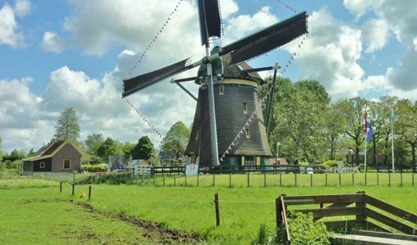 Molen De Vlieger in volle glorie aan het Essepad 3 in de Essesteijnpolder in Voorburg (archieffoto pr).