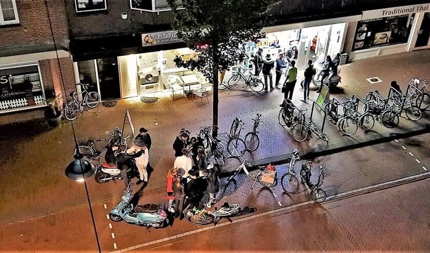 Rondhangende jongeren o de Damlaan (aangeleverde foto).