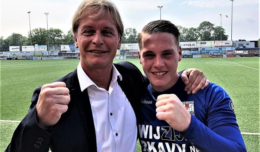 RKAVV-teammanager Rob van Pruijssen (hier met zoon Petter van Pruijssen) gaat op zoek naar nieuwe assistent-trainer.