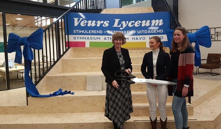 Wethouder Onderwijs Juliette Bouw opende donderdag 16 januari samen met Eveline van Vliet en Elena Lois het getransformeerde OpenLeerCentrum (OLC) van het Veurs Lyceum.
