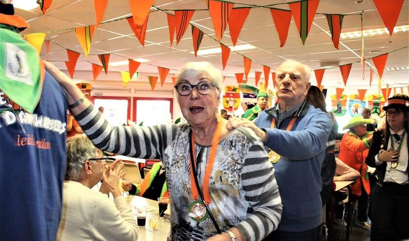 Polonaise tijdens de carnavalsmiddag voor ouderen bij De Damzwabbers (archieffoto pr).