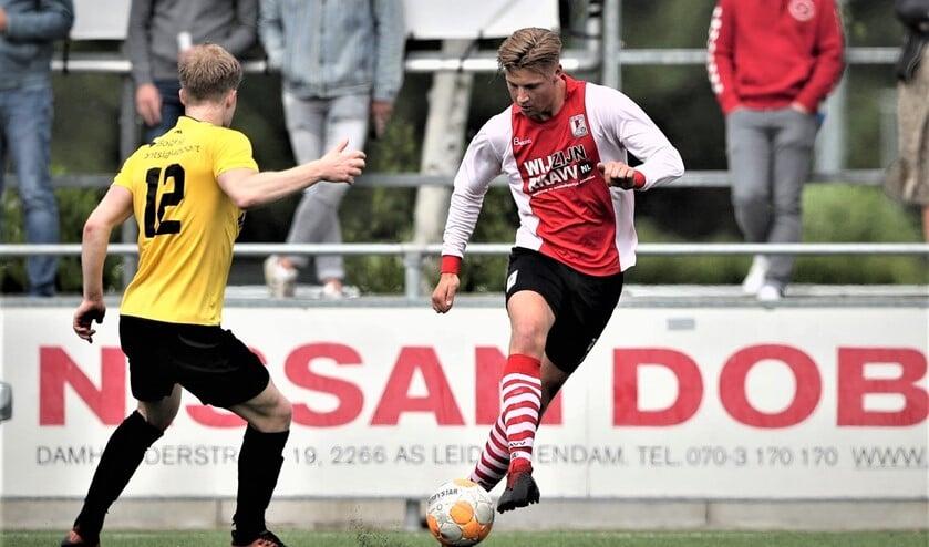 Jeremy van Lochem (RKAVV) ontpopt zich als centrumspits en scoorde 0-3 (archieffoto: Hans v.d. Valk).