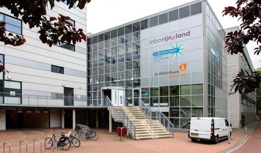 De bibliotheek aan het Fluitpolderplein in Leidschendam is te duur en trekt te weinig bezoekers (uitsnede archieffoto Michel Groen).