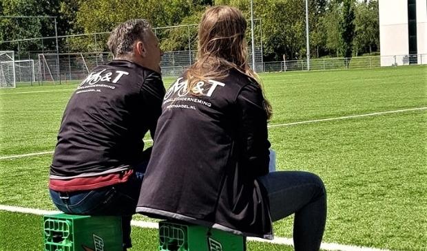 RKAVV Vrouwen trainer Nikita van de Wijngaard had vorig seizoen nog steun van Martin van der Lans; nu moet ze alles alleen doen.  © Het Krantje