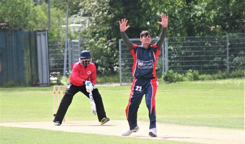 De 22-jarige fastbowler Brandon Glover van Topklasser Voorburg Cricket Club (VCC) vertrekt naar Engeland.
