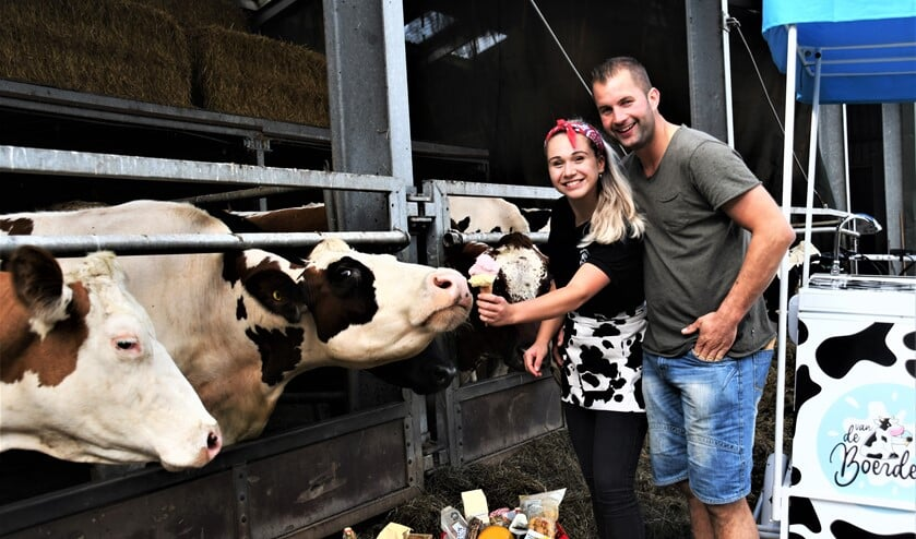 <p>Demi Olsthoorn en Rick van Boheemen van boerderij Akkerlust.</p>