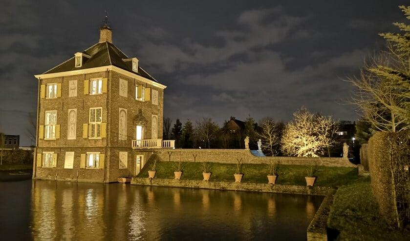 Huygens' Hofwijck bij avond (foto: Peter van der Ploeg).