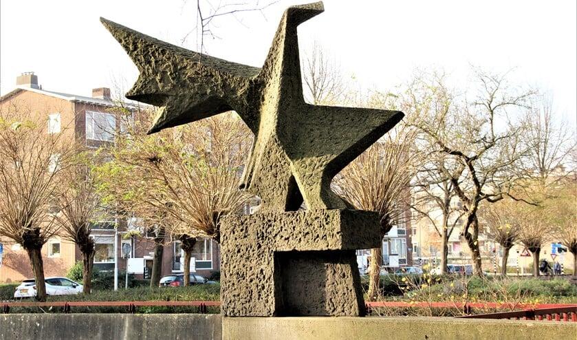 <p>'Spankracht', 1968, een beeld van Pim van Moorsel (Voorburg 1932) aan de Mgr. Van Steelaan, Park 't Loo (foto: Marian Kokshoorn).</p>