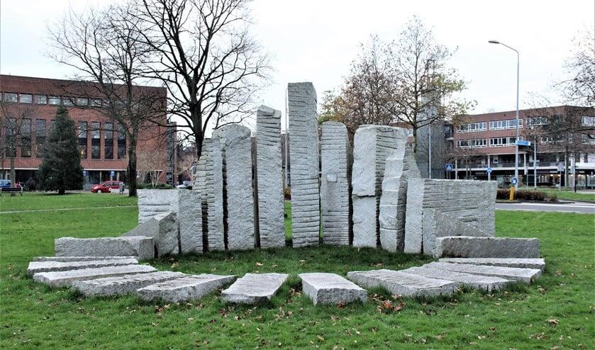 <p>&lsquo;Zonnewijzer&rsquo;, een beeld van Nout Visser (Den Haag 1944-2018) in het Mari&euml;npark te Leidschendam (foto: Marian Kokshoorn).</p>