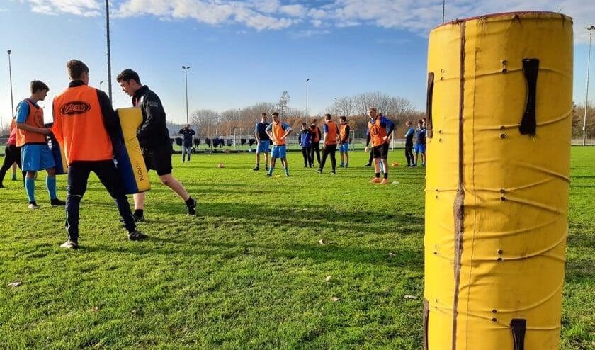 <p>Oliveo kreeg een bijzondere training van Rugby Club Delft.</p>