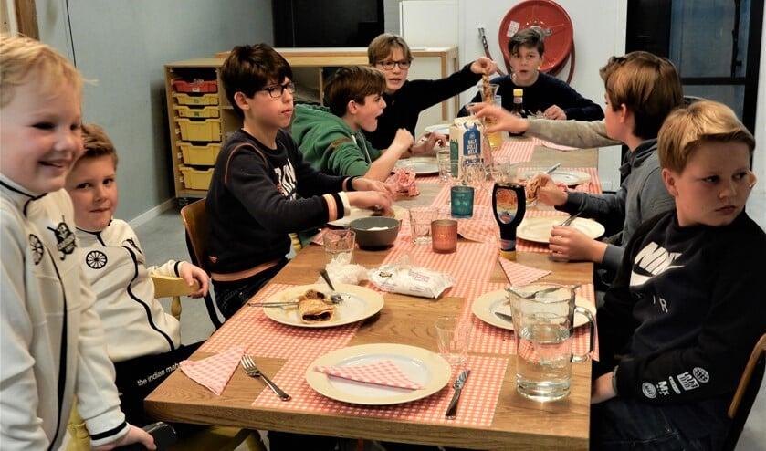 <p>Genieten van pannenkoeken (archieffoto).</p>