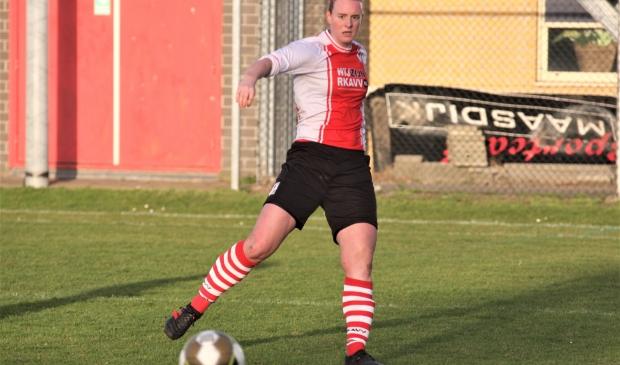 Jessie van Leeuwen (RKAVV Vrouwen) scoorde en leverde een assist tegen Maasdijk (foto: AW).  © Het Krantje