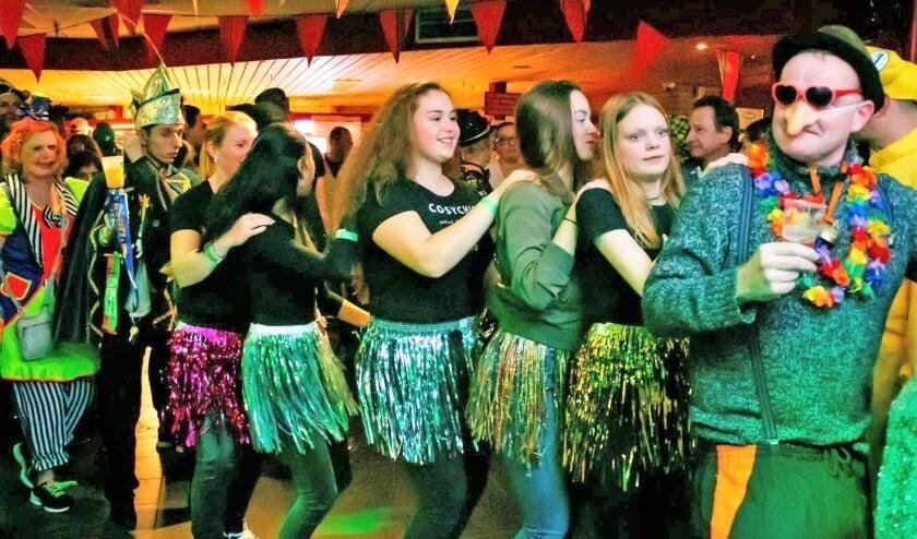 Het carnavalsfeest in de kantine van RKAVV gaat morgenavond wel gewoon door (archieffoto: Richard Remmerswaal).