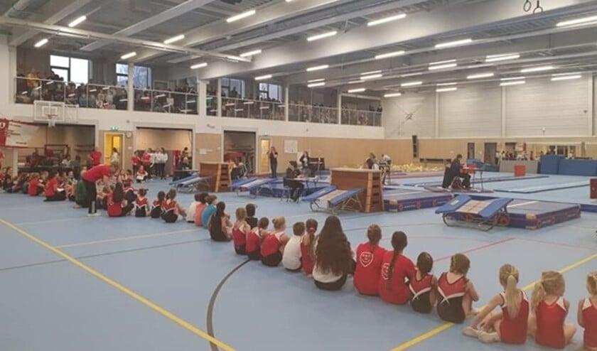 Meer dan 300 kinderen turnden voor voor een medaille tijdens deze Voorburgse Springkampioenschappen in turnhal De Cascade.