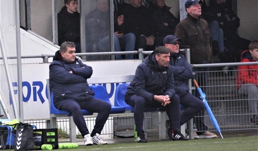 """Dennis den Turk (Forum Sport; zonnebril/cap): """"Voorlopig kijken we het trainen van dag tot dag aan."""" (archieffoto: AW)."""