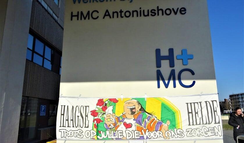Spandoek van Haagse Harry bij ziekenhuis HMC Antoniuishove (foto: Ap de Heus).