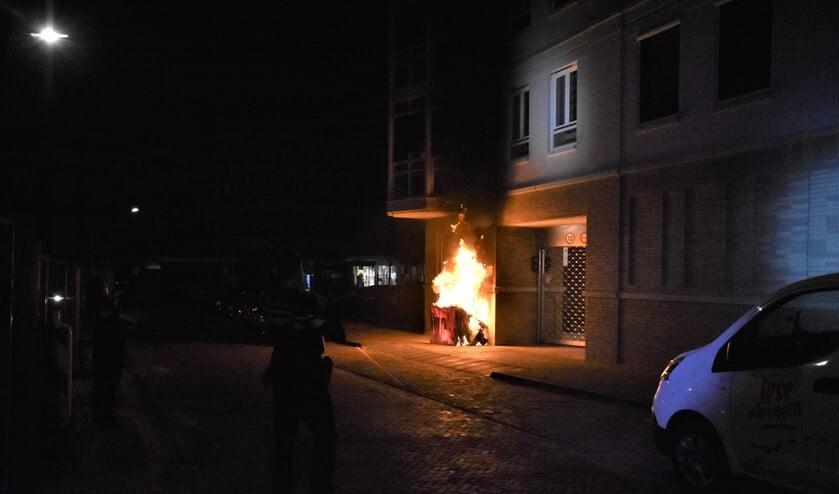 Naast autobranden vinden ook veel brandstichtingen plaats bij afvalcontainers (archieffoto Regio15).