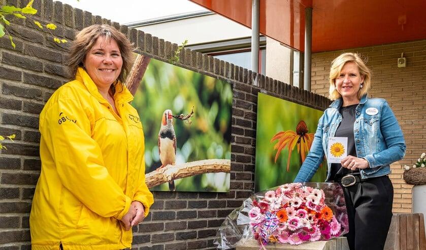 Annemarie van Lier van Hospice Het Vliethuys (rechts) en Sanja Duijvestijn van GBLV/Gemeentebelangen (foto: pr GBLV).