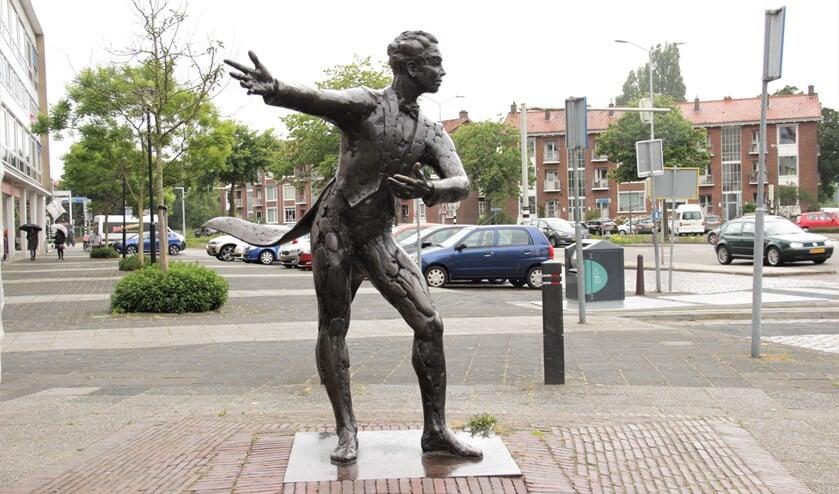 Beeld 'De Tobbe-vrijwilliger' (2001) van Guido Sprenkels aan de Prins Bernhardlaan/De Vliegerlaan (foto: Marian Kokshoorn).
