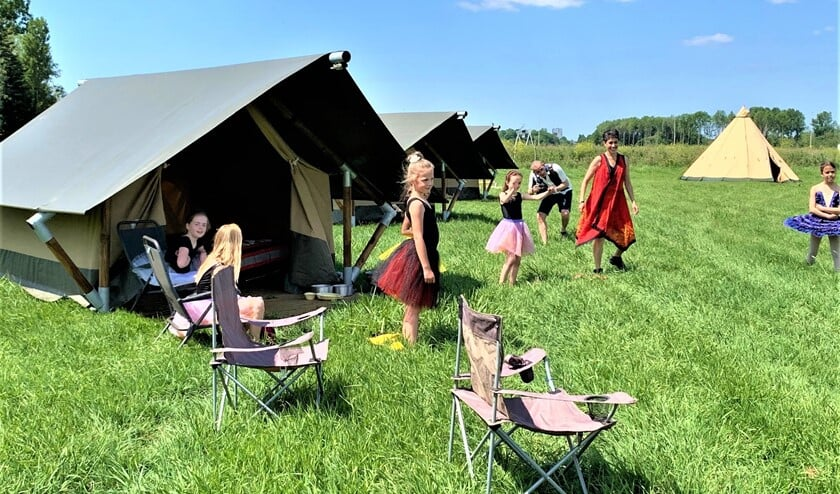 De Glamping van Stichting Dans aan de Vliet is een all-inclusive driedaags kamp met logeren op de Molenwei.