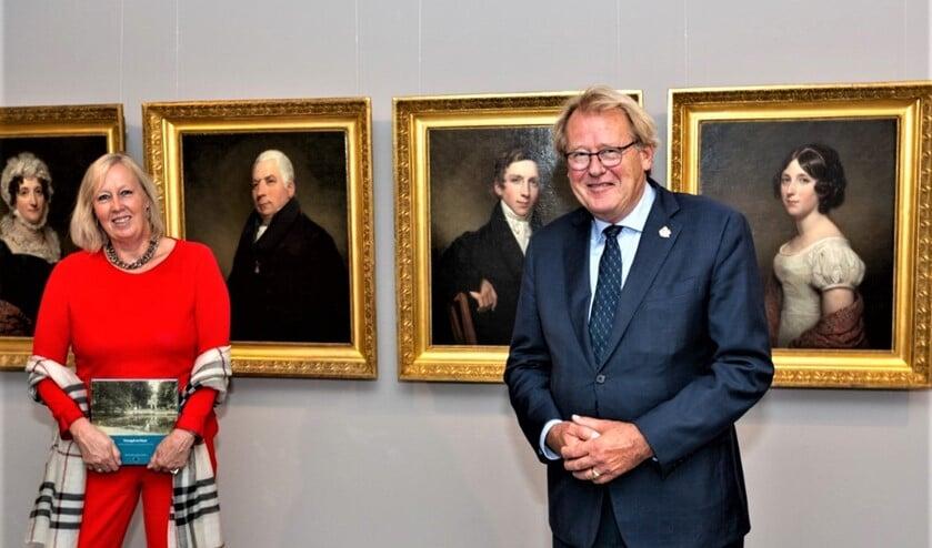 Wethouder Astrid van Eekelen en de Commisaris van de Koning Jaap Smit bij de opening van de tentoonstelling (foto: Charles Groeneveld).