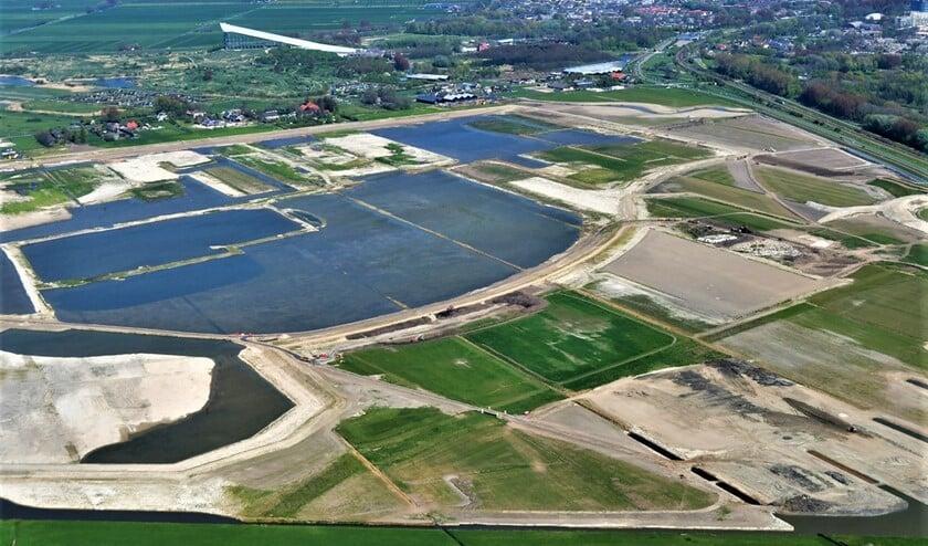 In de Nieuwe Driemanspolder is afgelopen drie jaar hard gewerkt aan de aanleg van een natuur- en recreatiegebied, dat ook dienstdoet als piekberging (foto: Buro JP/Michael Limburg).
