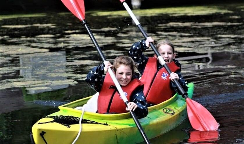 De scouts doen tijdens hun kampen allerlei activiteiten op en rond het water (foto: pr).