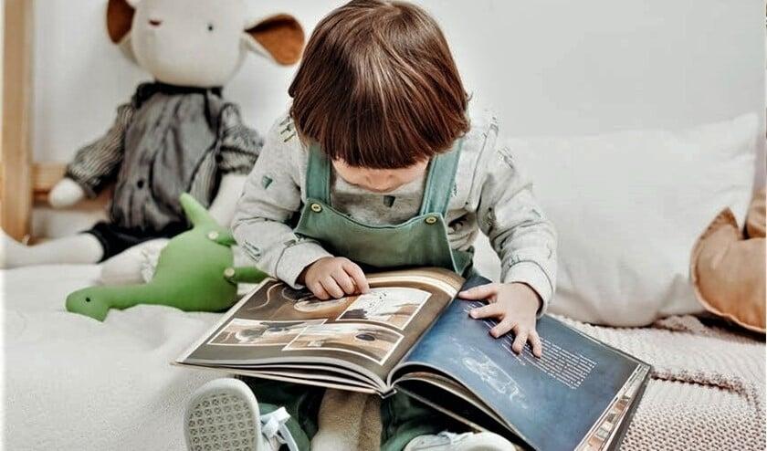 Voorlezen aan jonge kinderen is belangrijk. Het is goed voor de taalontwikkeling, het stimuleert de fantasie, brengt rust en regelmaat.